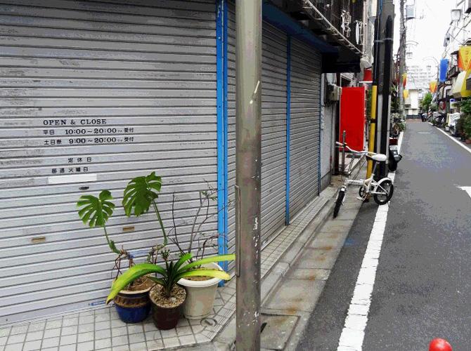 東京都板橋区商店街の街路灯塗装工事の施工前