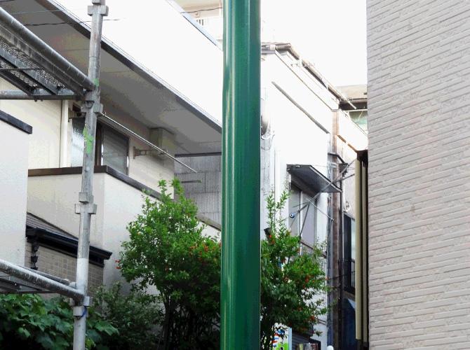 街路灯の塗装完了後のようすです。
