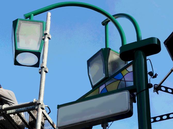 東京都板橋区商店街の街路灯塗装工事の施工後