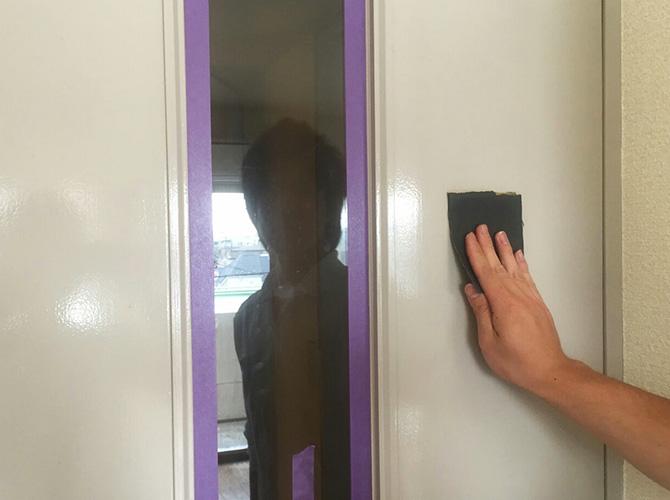ドアのケレン清掃中のようすです。