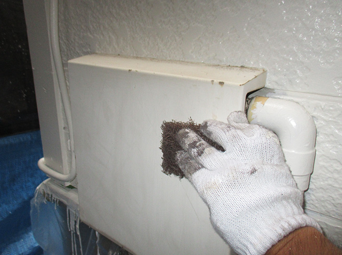 鉄部のケレン清掃中のようすです。