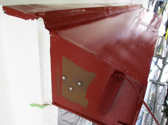 シャッターBOXの錆止め塗装中のようすです。