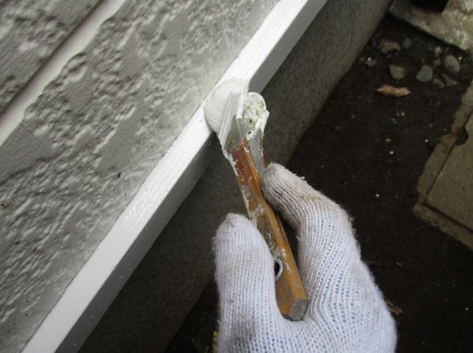 水切り塗装の施工中のようすです。