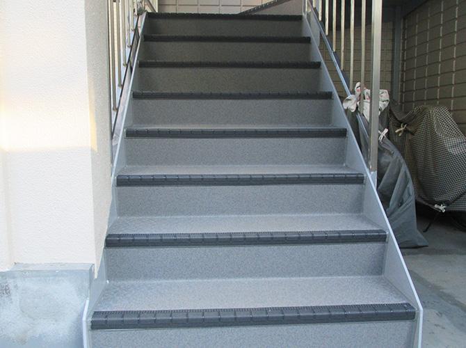 外階段の劣化が気になる方はおまかせ下さい。