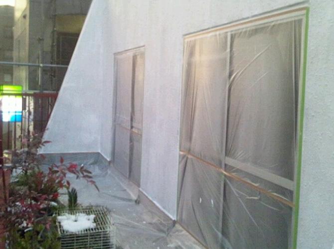 外壁塗装の下塗り施工後です。