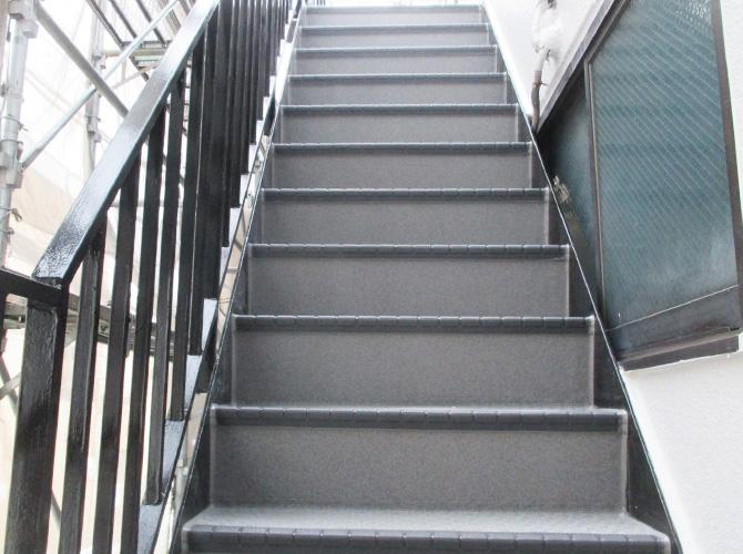 東京都足立区柳原一般住宅の外階段長尺シート工事の施工後