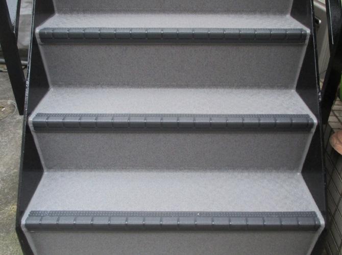 階段や廊下の長尺シート工事はおまかせ下さい。