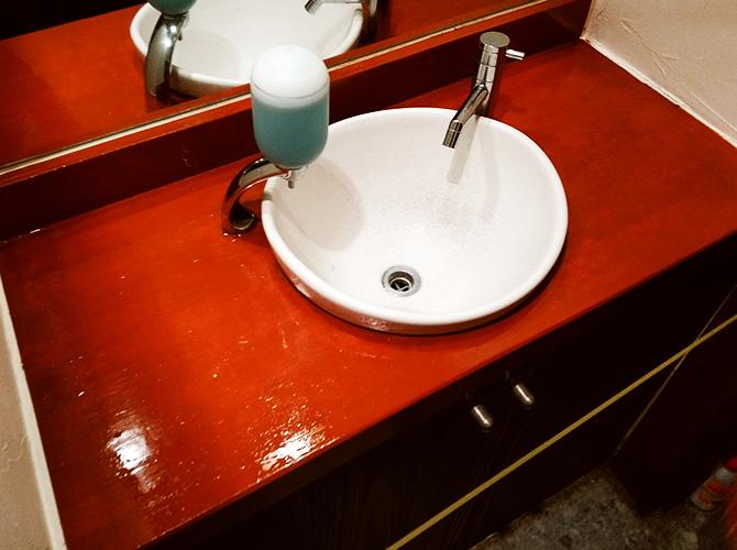 渋谷区広尾店舗洗面所の内装塗装工事の施工後