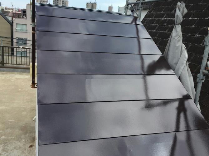 屋根塗装の上塗り施工完了後のようすです。