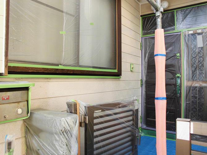養生を徹底することで塗装がキレイに仕上がります。