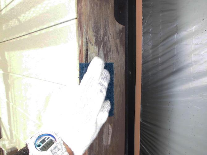 木部塗装前の下地調整中のようすです。