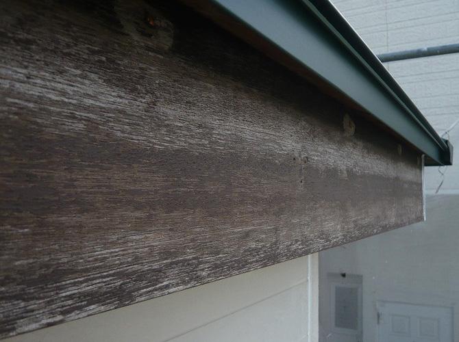 破風塗装の施工前の状態です。