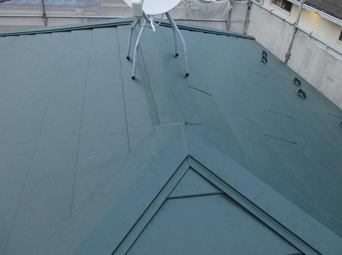 屋根カバー工法完了後