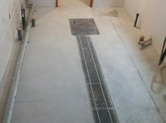 店舗床の塗装前の状態です。