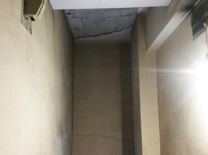 階段室の塗装前の状態です。