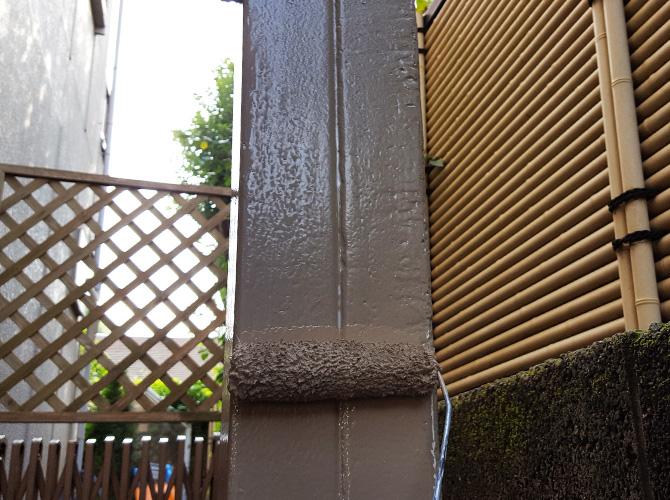 鉄柱塗装の上塗り施工ん中のようすです。