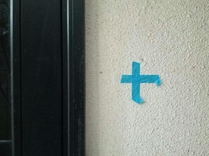 ドア廻りのシール施工前の状態です。
