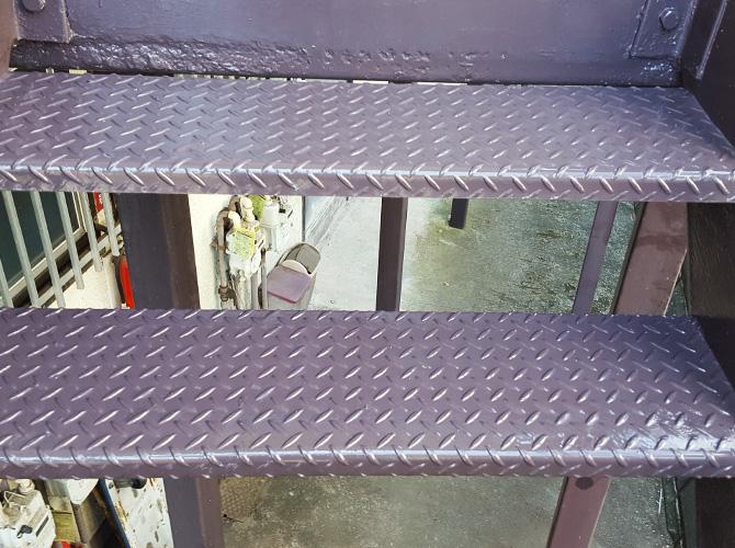 アパート鉄骨階段のサビ止め塗装リフォームの施工後