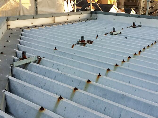 工場折板屋根の塗装前