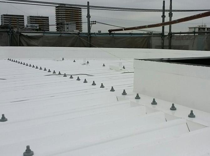 工場の折板屋根の塗装完了後