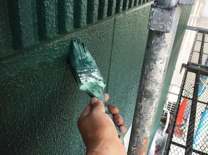 外壁塗装の施工中