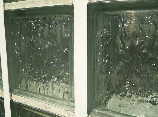 オフィスビルのガラスタイル目地シーリング工事の施工後
