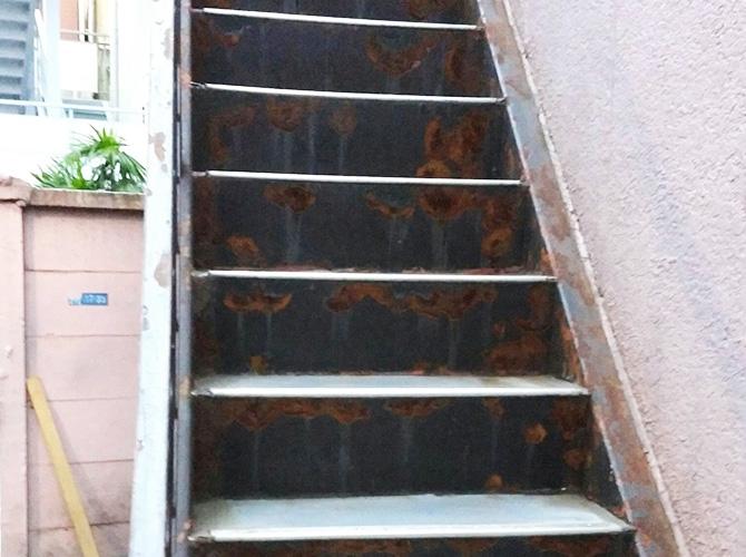 東京都品川区アパートの鉄骨階段サビ止め塗装の施工前
