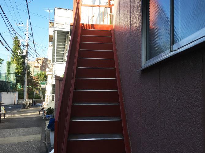 鉄骨階段のサビ止め塗装完了後です。