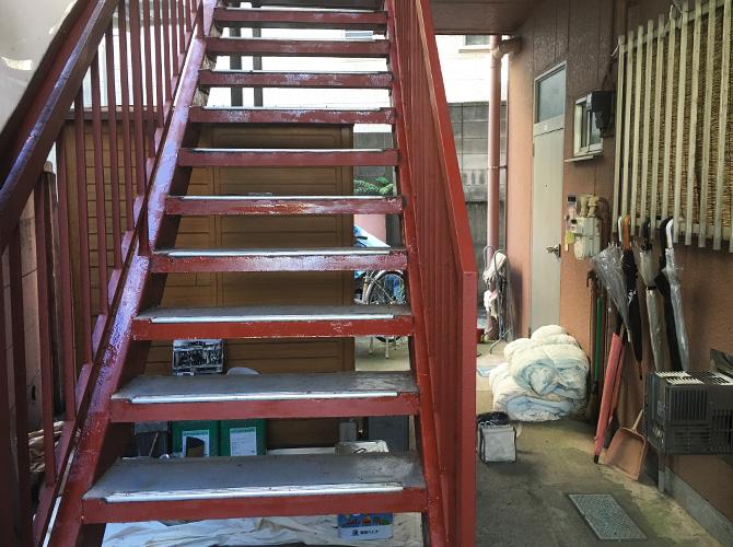 鉄部には鉄部用塗料を使って施工します。