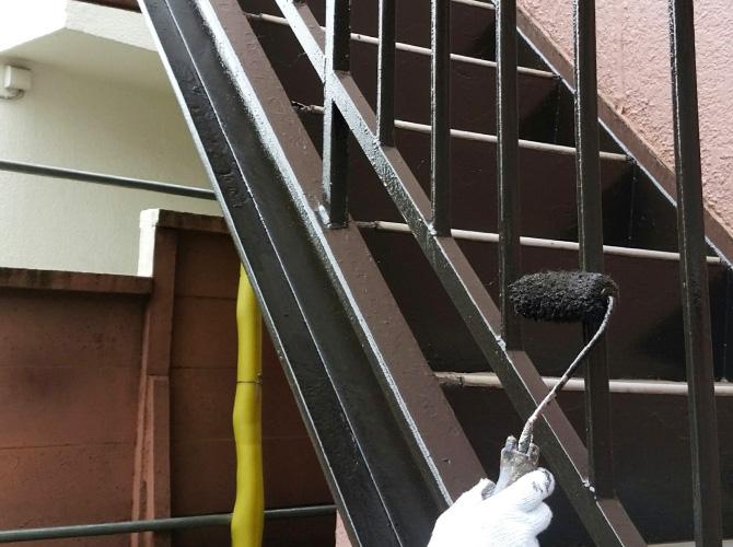 鉄骨階段の塗装ならおまかせ下さい。