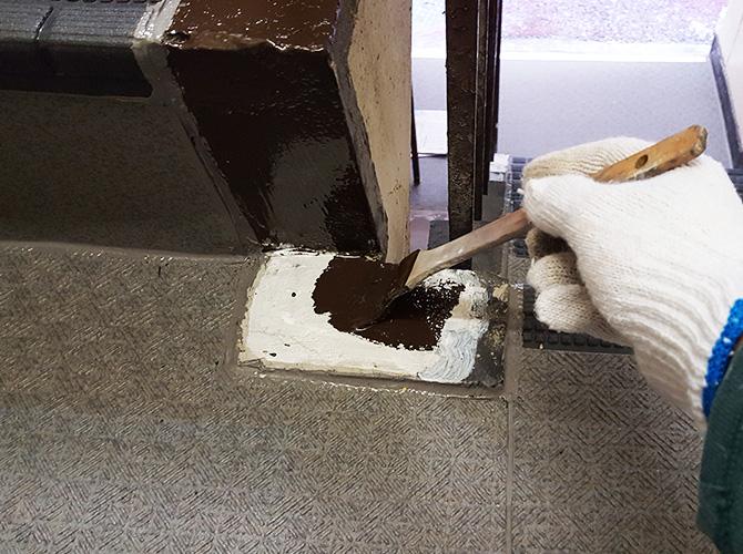 階段・廊下などは早めの修繕工事が大切です。
