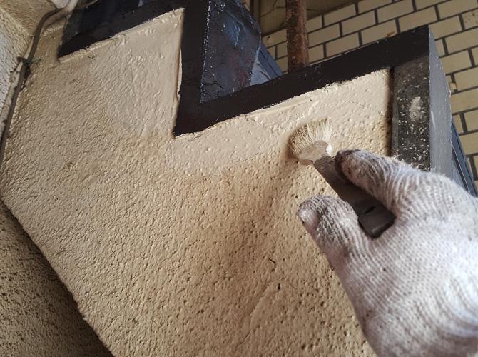 モルタル部分もしっかりと塗装します。