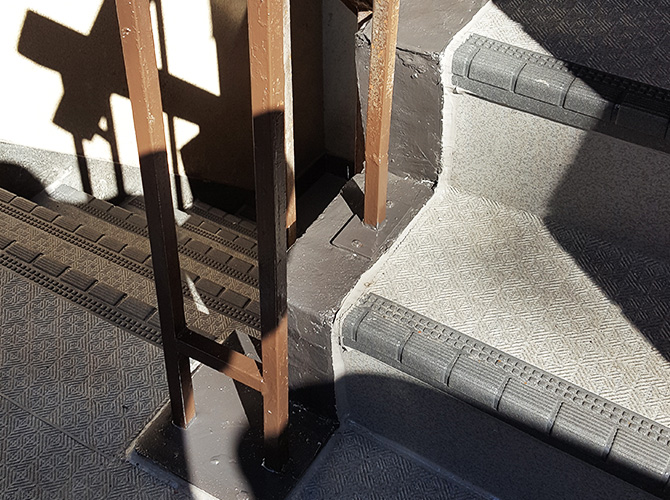 東京都千代田区ビルの外階段塗装工事の施工後