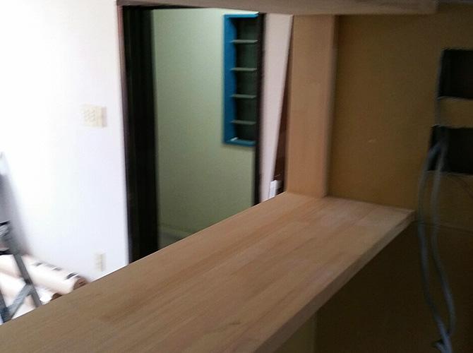 店舗カウンター塗装の施工前の状態です。