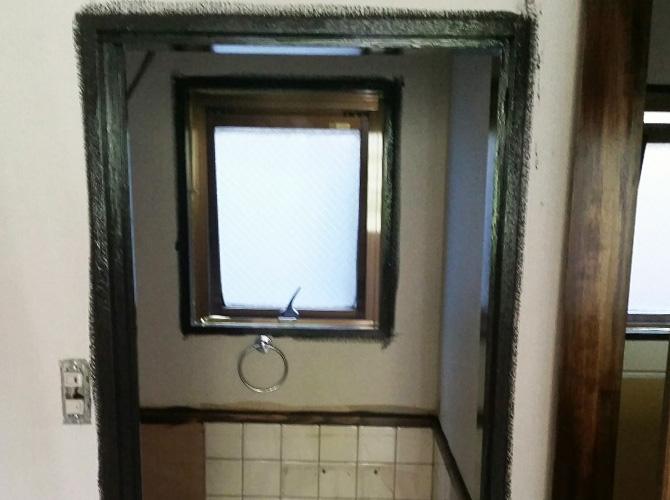 ドア枠など店舗内木部の塗装はおまかせ下さい。