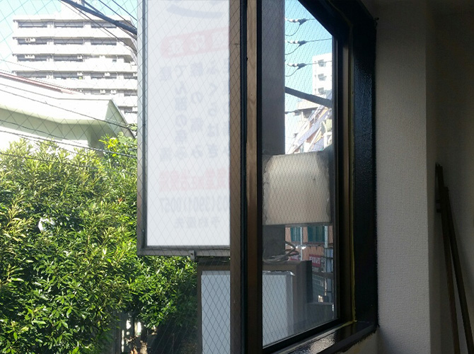 窓枠木部の塗装完了後のようすです。