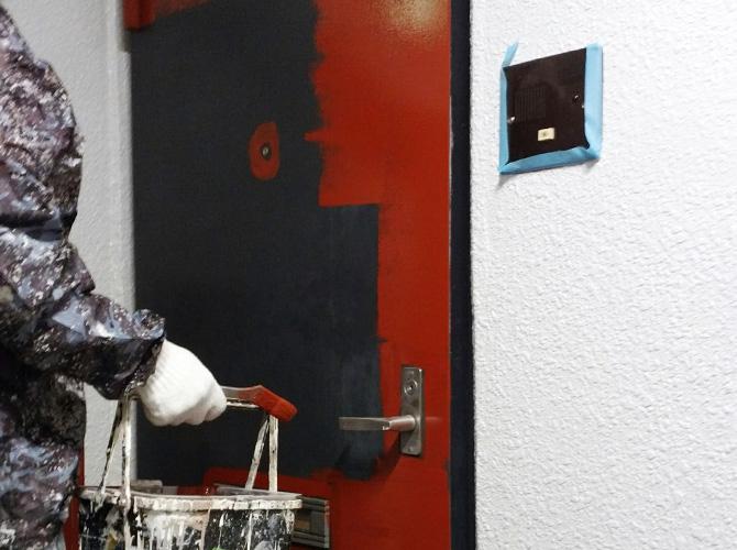 玄関ドアのサビ止め塗装