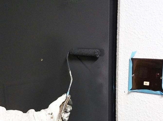 玄関ドアの上塗り