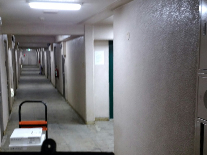 横浜市マンションの共用廊下塗装工事の施工前