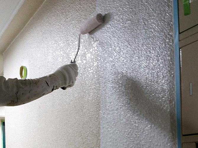 マンション廊下の下塗り