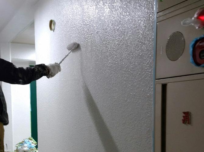 マンション廊下の上塗り