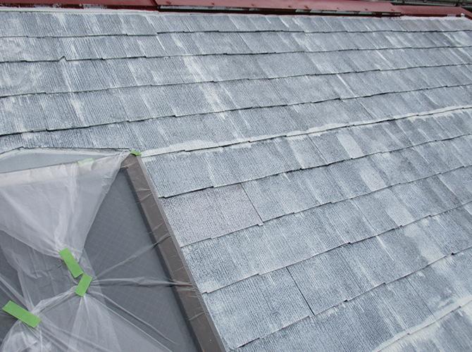 屋根下塗り完了後