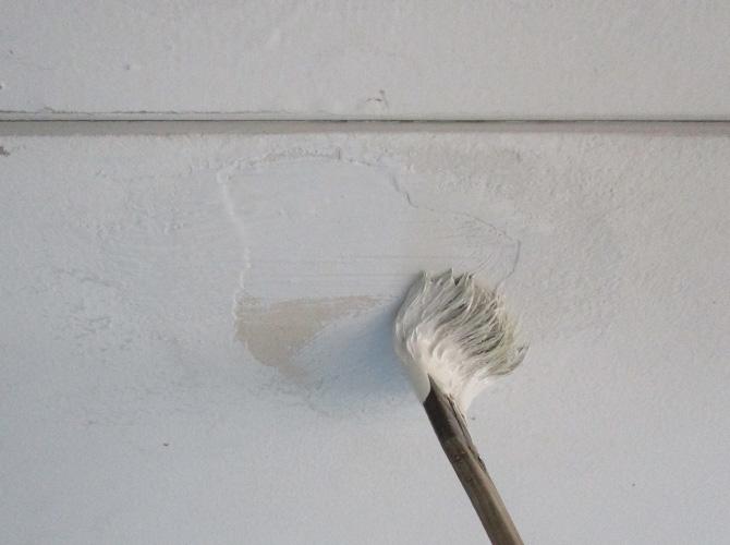 軒天井の刷毛塗り