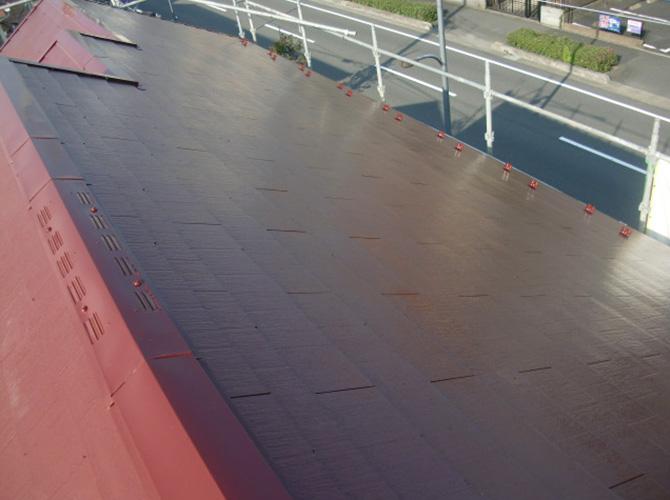 道路側の屋根塗装完了後のようすです。