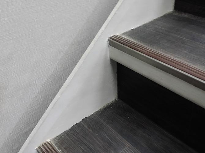 階段巾木の塗装前