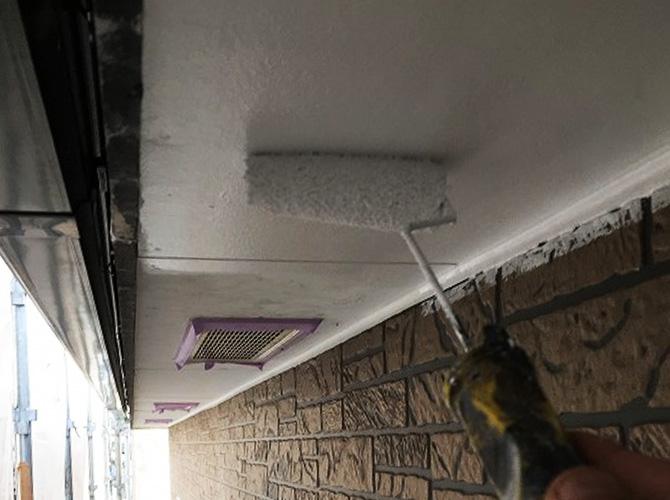 軒天井の下塗り