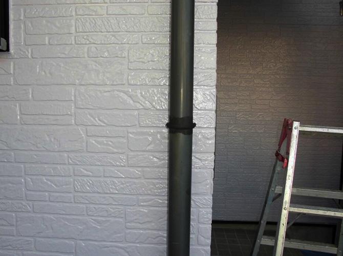 竪樋の塗装前