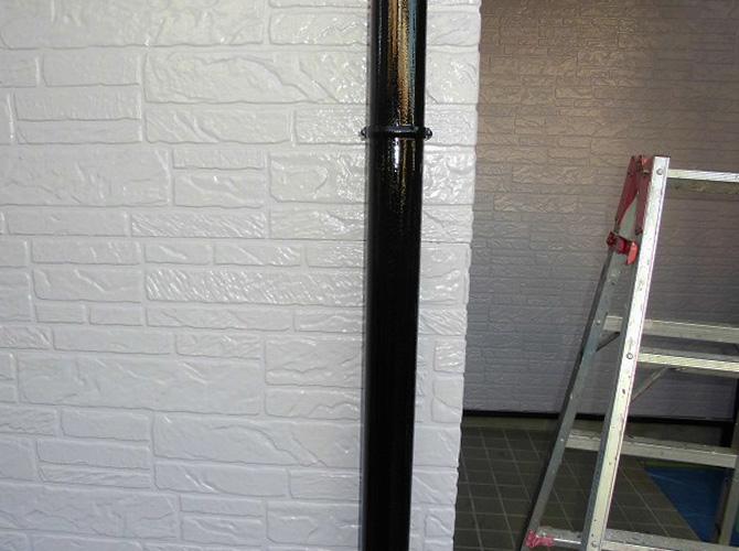 竪樋の塗装完了後