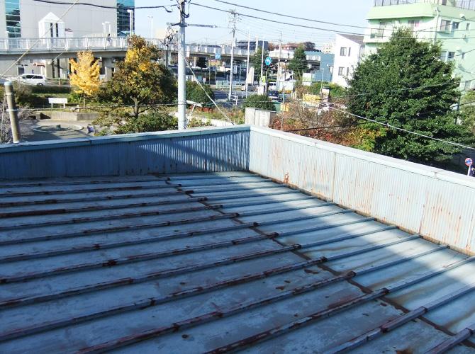 工場のトタン屋根の塗装前