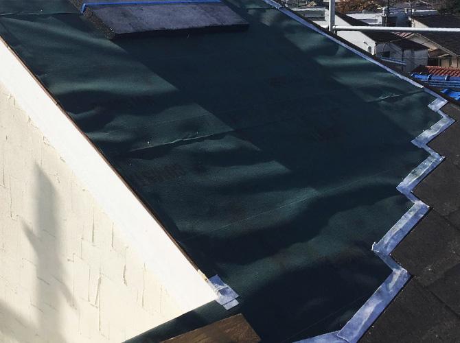 屋根補修中